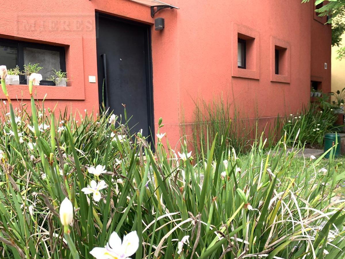 impecable tríplex en venta en el barrio cerrado  la colina de la horqueta