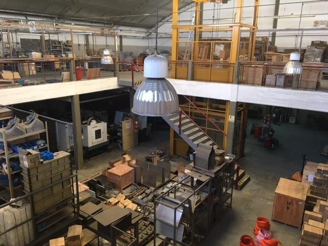 imperdible inmueble industrial de 2600 m2 en villa martelli