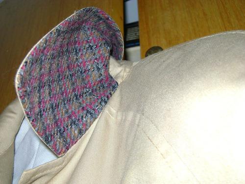 impermeable beige de dama - detalles de tweed