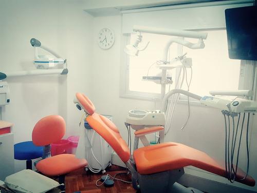 implante dental + corona de porcelana. consultoriospyc osde