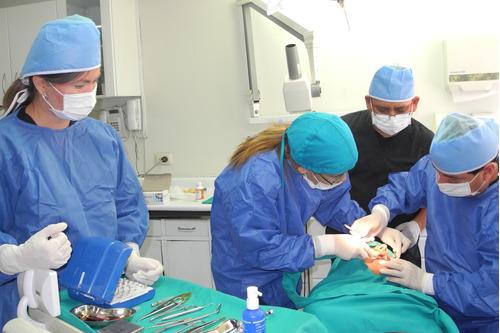 implantes dentales, tratamientos, precios económicos, peru