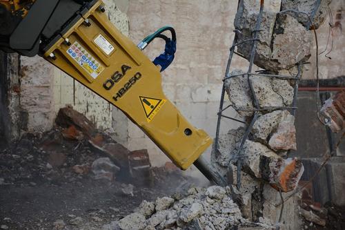 implemento pecari martillo hidráulico para minicargadora