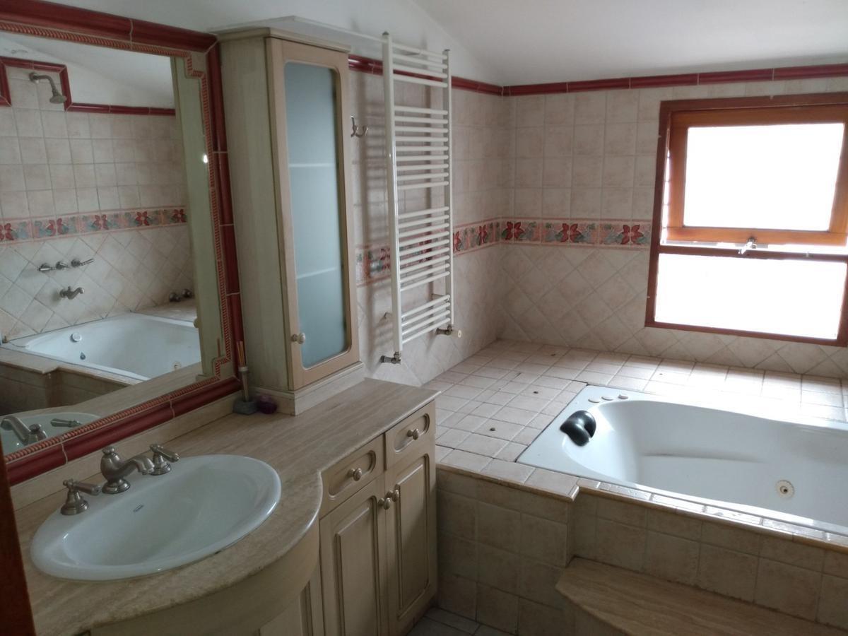 imponente casa - 4 dormitorios - parque velez sarsfield