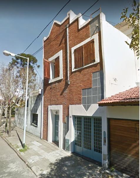 imponente casa con garage - deck - patio - inmejorable zona