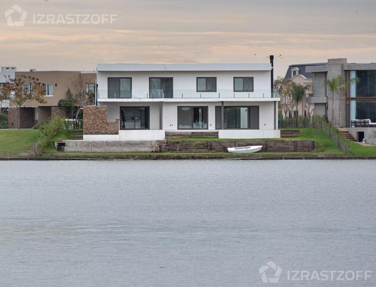 imponente casa domótica a estrenar a la laguna en el golf