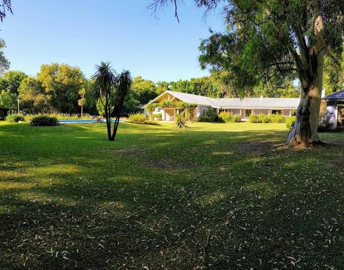 imponente casa quinta tipo chacra, sobre 4 hectareas
