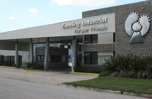 imponente nave industrial en parque industrial de canning