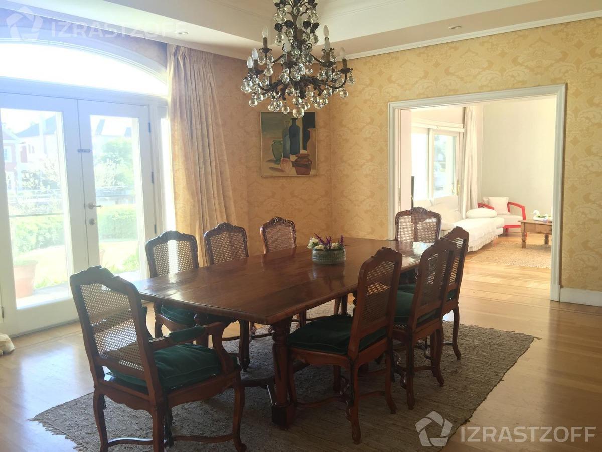 imponente propiedad. villa italiana con muebles