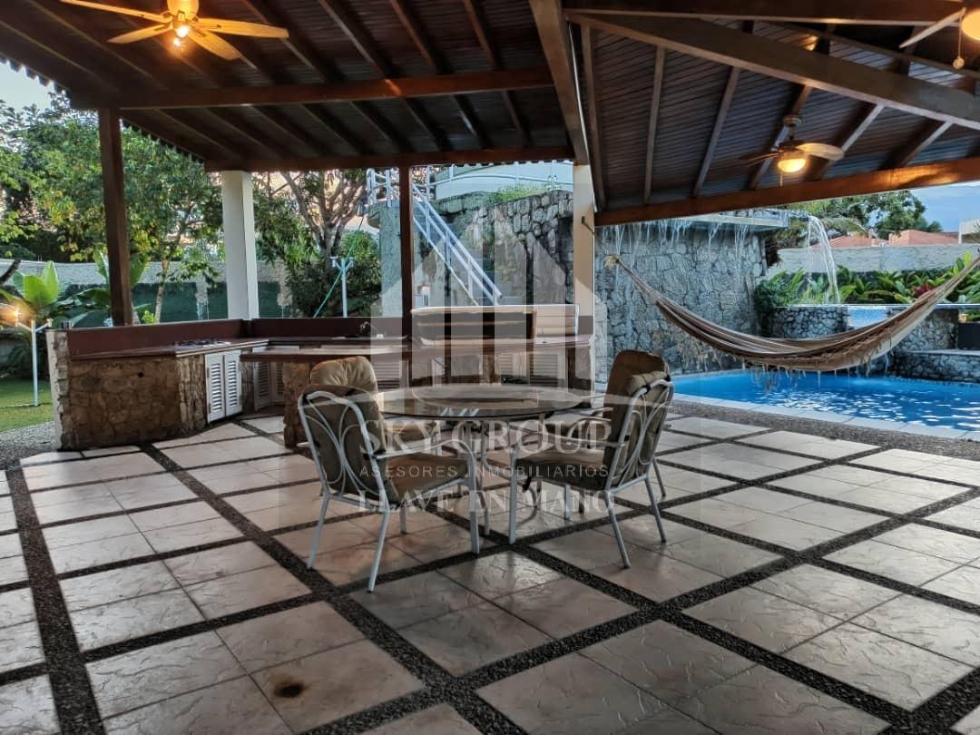 imponente y bella casa en guataparo el solar. 04125038440.