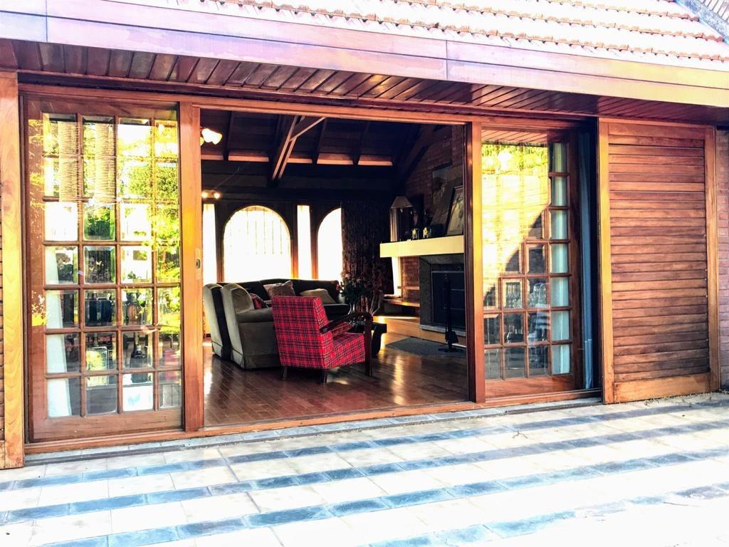 importante casa de categoría y diseño arquitectónico en pleno florida vte lopez