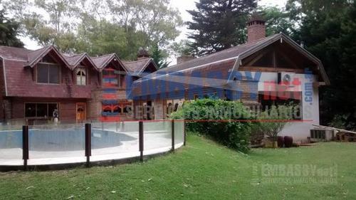 importante casa en club de campo abril, barrio el lago en hudson sobre 2 terrenos con anosa arboleda