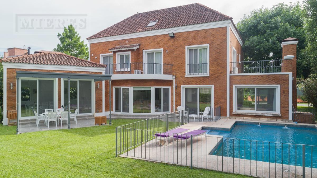 importante casa en venta en el village golf and tennis club