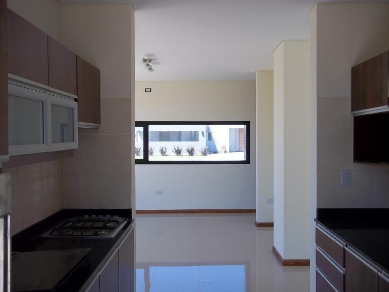 importante casa estilo minimalista en san eliseo, con piscina.