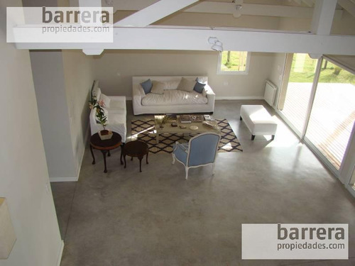 importante chalet en barrio privado