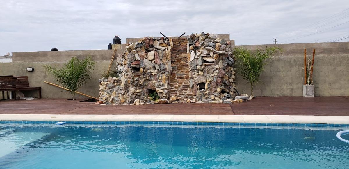 importante complejo de casas con piscina