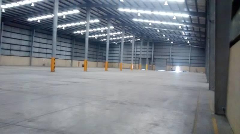 importante deposito de 5000 m2