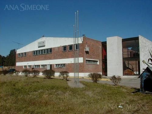 importante edificio con renta por antenas de telefonía celular y otros beneficios.