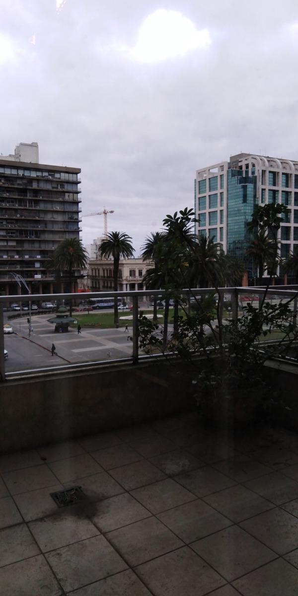 importante edificio de oficinas frente a pza. independencia