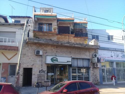 importante edificio s/ av. marquez, con galpon y dos viviend