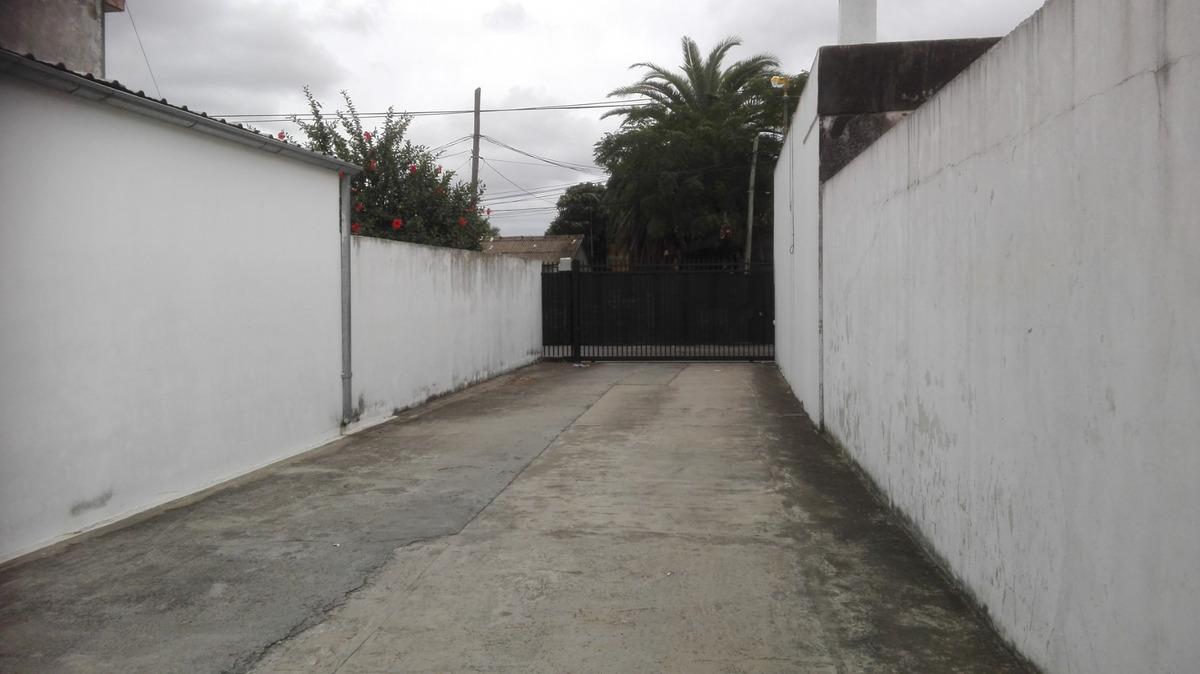 importante galpón industrial + casa de 3 amb. total 600 m2