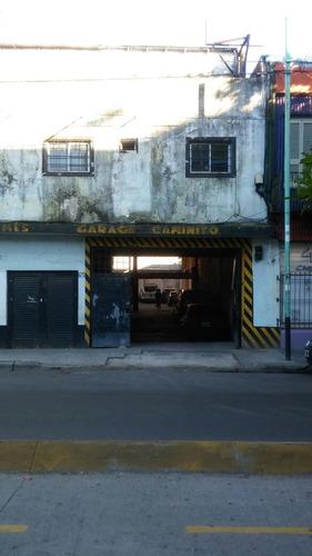 importante garaje con cocheras, departamentos y terraza.
