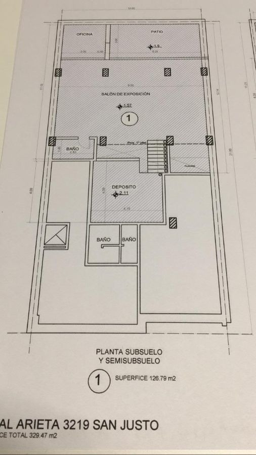 importante local en peatonal - 300 m2 aprox en 3 plantas -