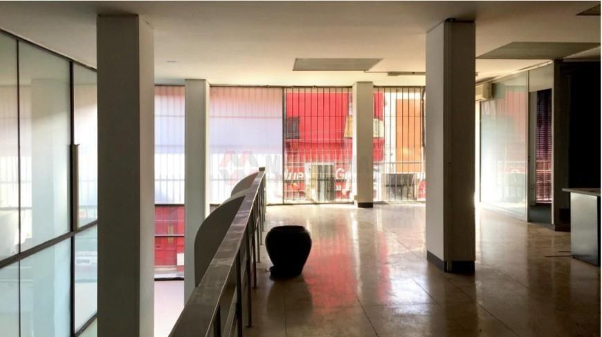 importante local en venta de 557 m2 - galeria norte