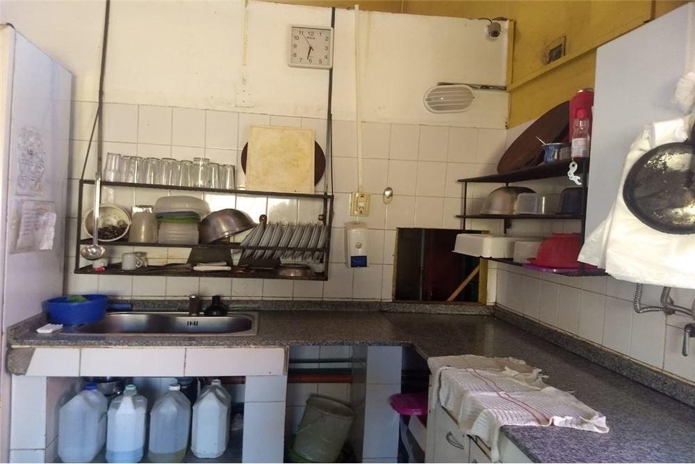 importante local gastronómico avenida gauss