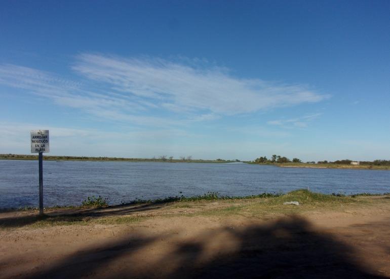 importante lote en venta a 150 mts del río - bº punta del este