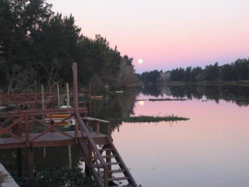 importante lote sobre lago en barrio privado náutico cube