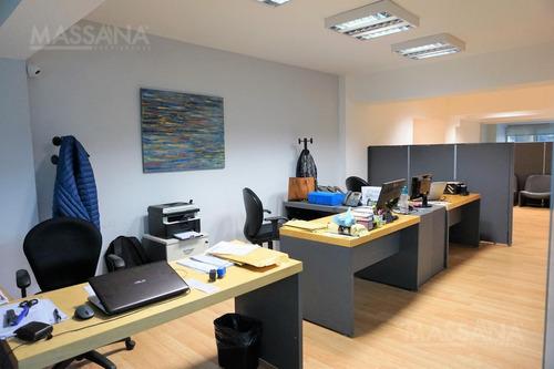 importante oficina de 150m2 en edificio corporativo.