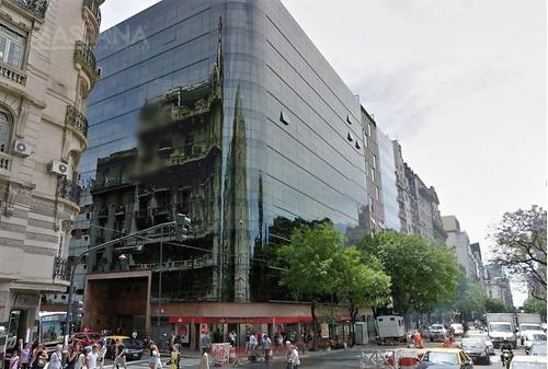 importante oficina de 300m2 en edificio corporativo con 2 cocheras.