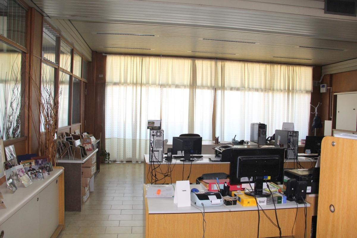 importante propiedad: local + oficina + dpto 3 ambientes