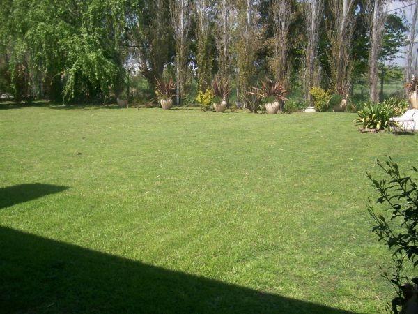 importante propiedad sobre 2 lotes, en b° quintas del sol