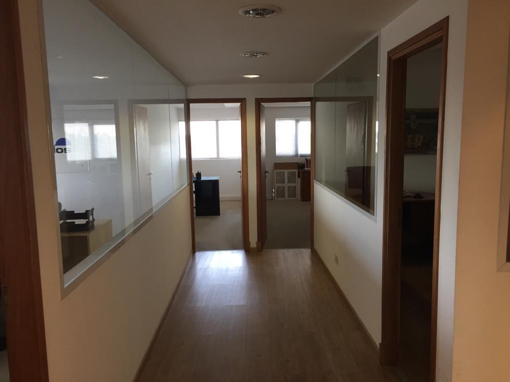 importantes oficinas en alquiler. edificio privado con seguridad. san isidro