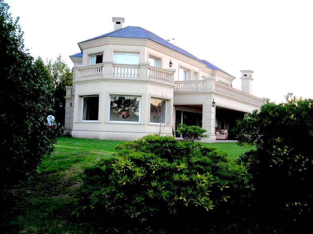 impresionante casa en venta en ayres del pilar estilo frances