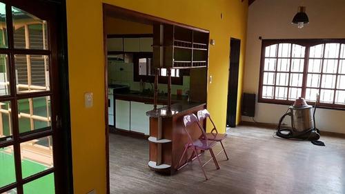 impresionante chalet , mas casa tres ambientes, centrico