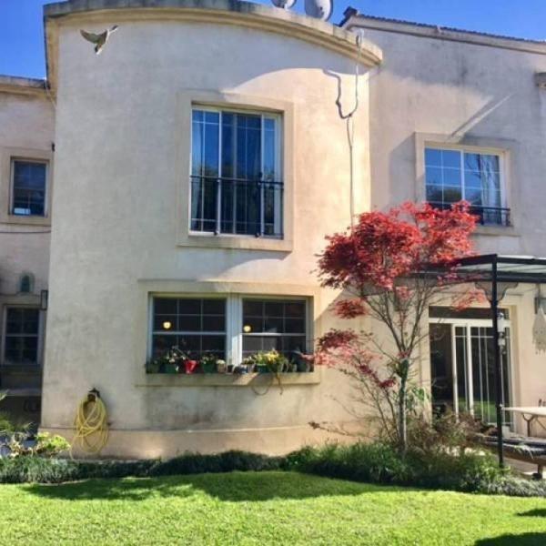incluye expensas !!! casa muy linda y en un muy buen barrio y ubicación en alquiler temporal en barr