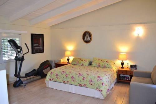 incomparable residencia con ubicación privilegiada e impecable mantenimiento.