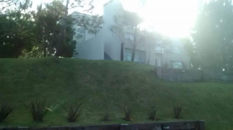 increible casa en segunda linea con vista al mar en venta en costa esmeralda.