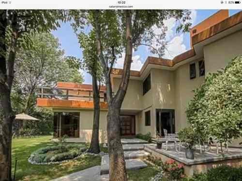 increíble casa rodeada de jardín en el pedregal