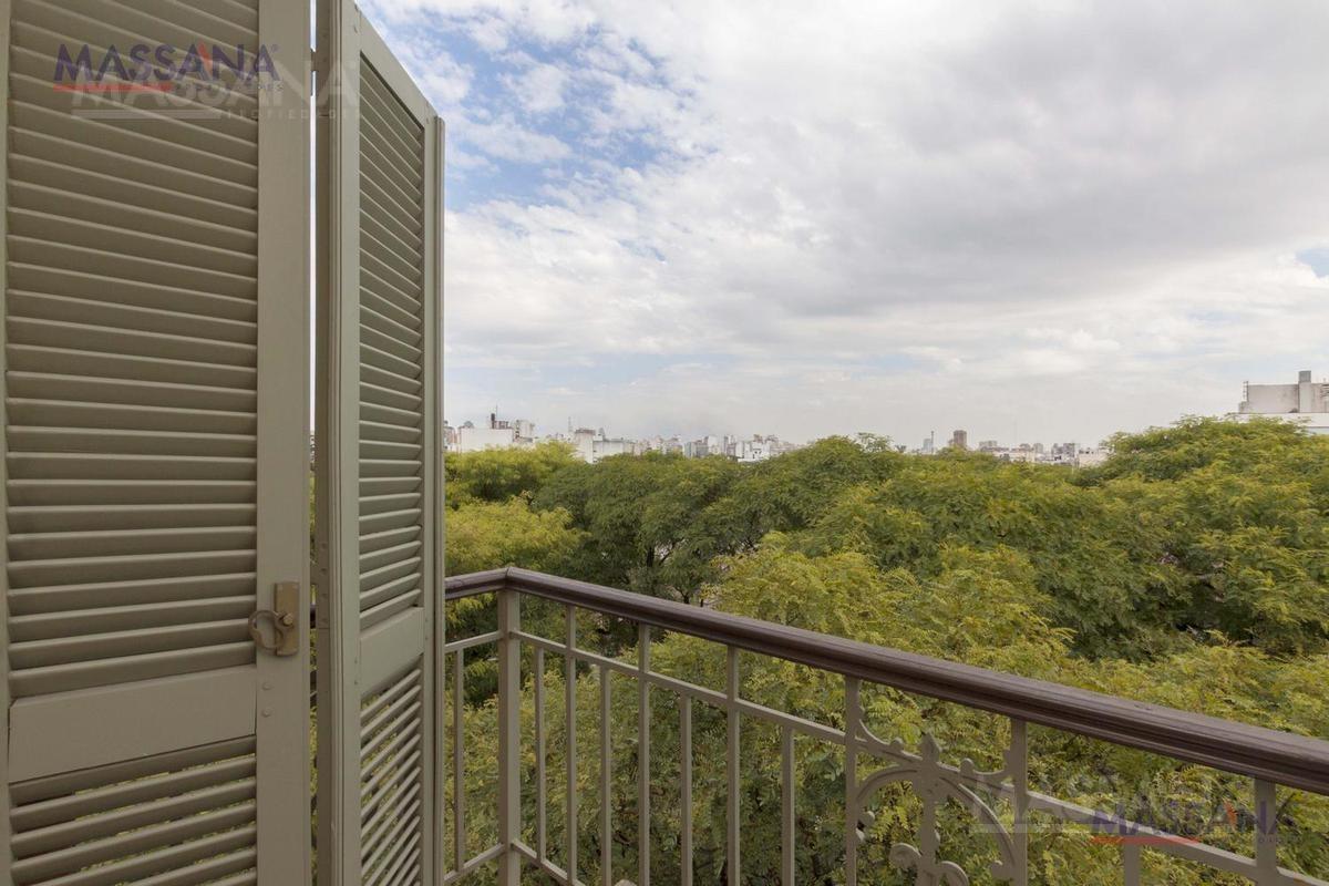 increíble depto en triplex de 197m2 con terraza y cochera. apto crédito