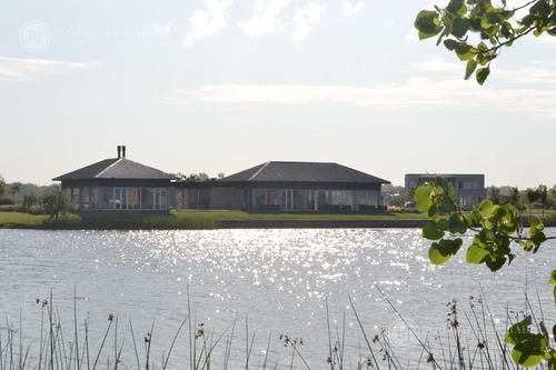 increible lote a laguna y cancha de golf en barrio islas, el canton
