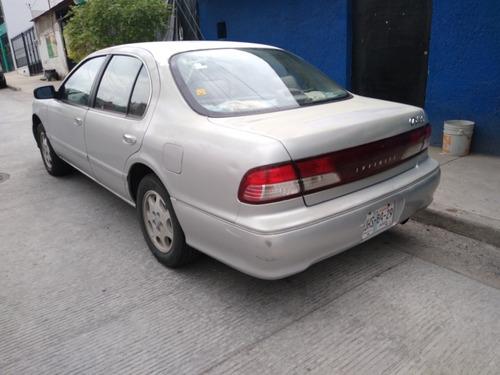 infiniti i30 sedan 4 puertas