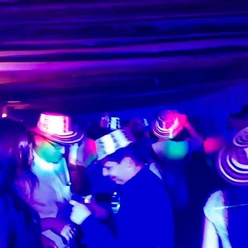 inflable saltarin sonido luces fiestas tobogan personaje dj