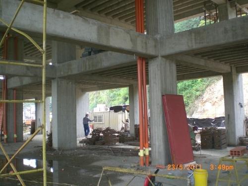 ingeniero civil realiza planos de casas, terrenos y locales