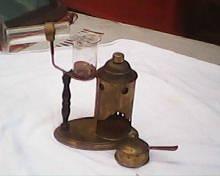 inhalador antiguo de bronce año 1890