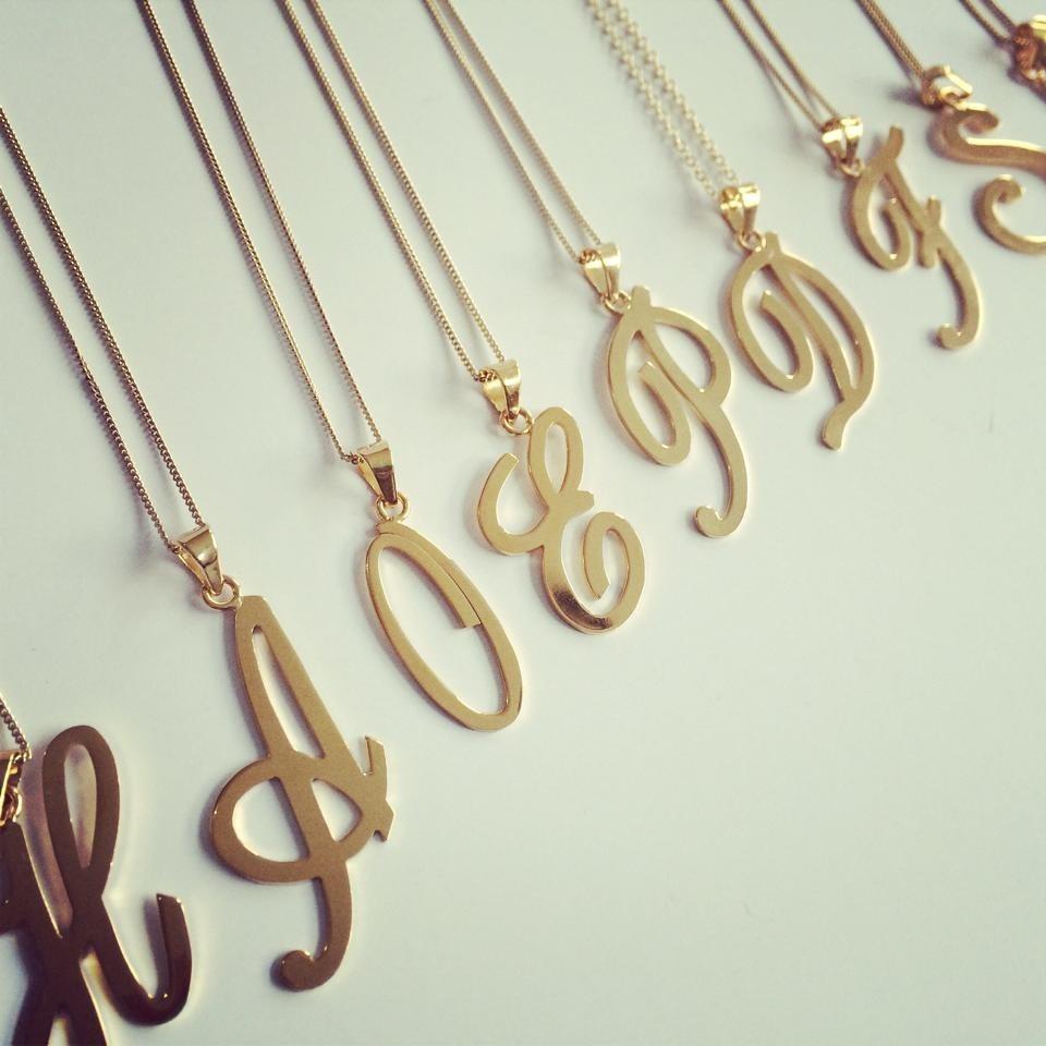 815024ac8cbb Iniciales De Dijes Con Cadena. Collar Letras. Oro Laminado ...