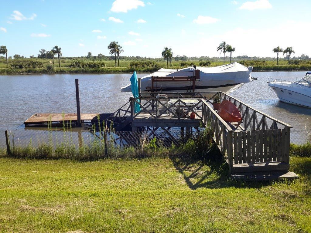 inmejorable lote frente al río con muelle y elevador