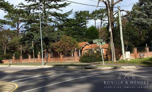 inmejorable ubicación sobre avenida córdoba, zona de colegios, clínicas, etc, 100 % comerciall